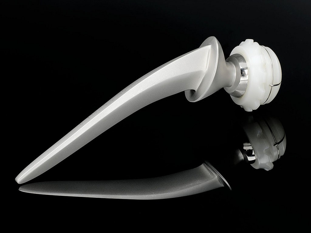 hip replacement device