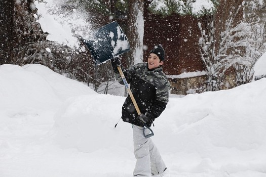 shoveling-injury